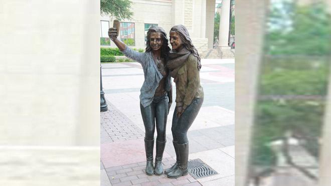 Selfie-Statue_194346