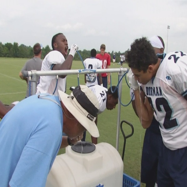 football players getting water_231775