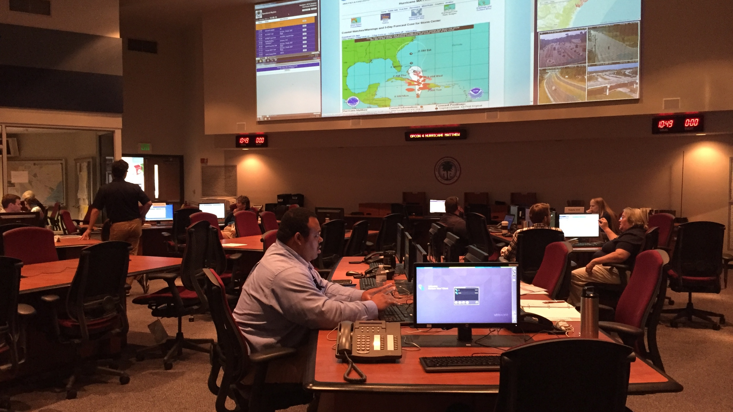 emergency-operations-center-matthew-monday_253045