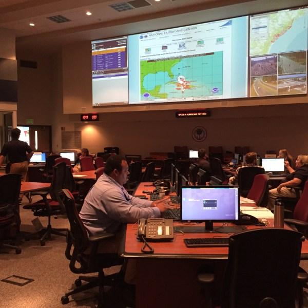 emergency-operations-center-matthew-monday_253045