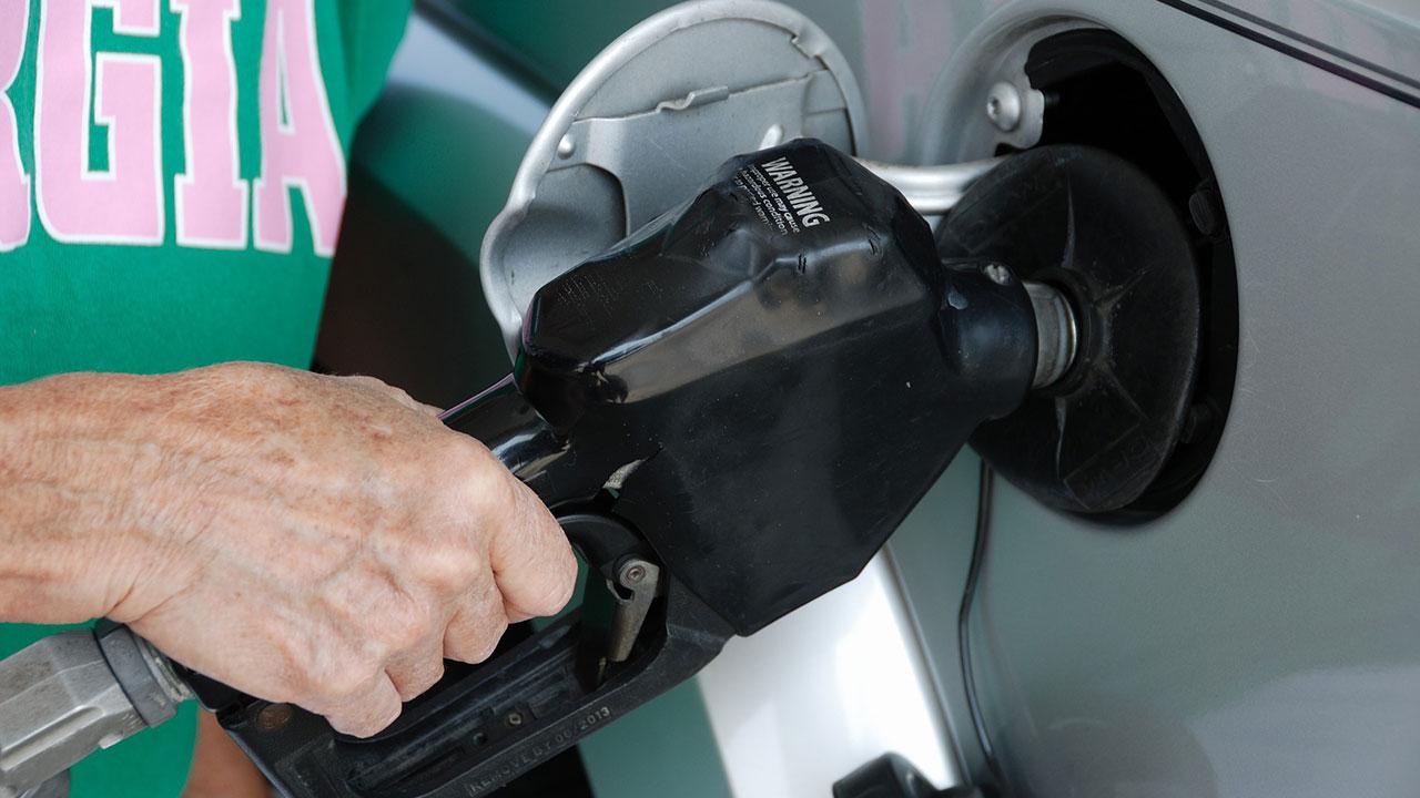 pumping-gas-generic_246255