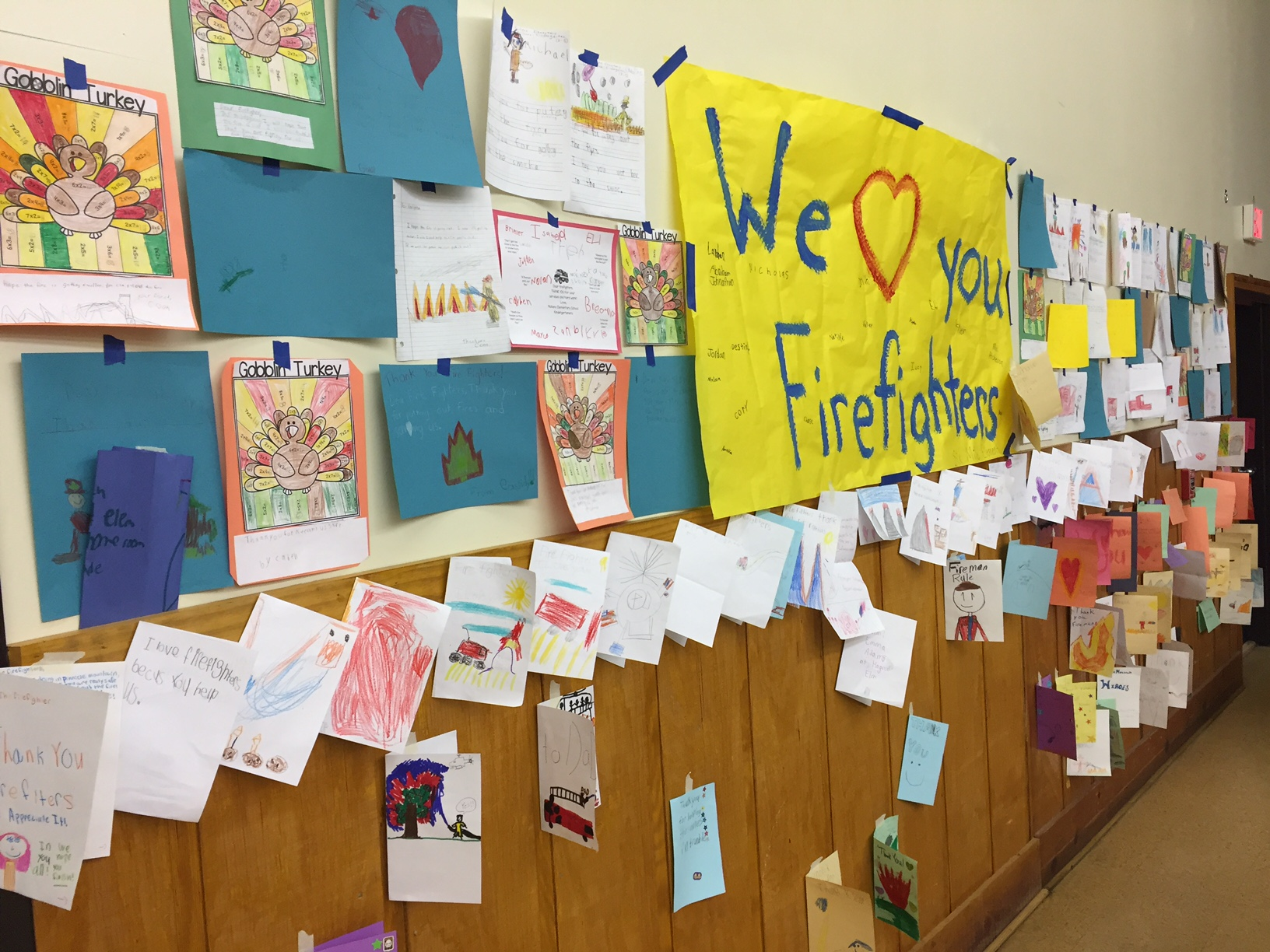 Elementary students thank firefighters_274470