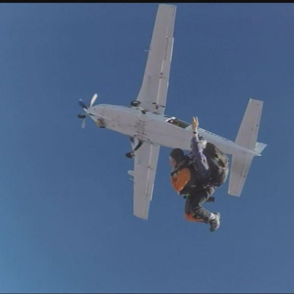 91 year old skydives_269759