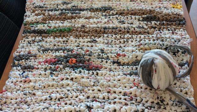 plastic-bag-mats-homeless_293876