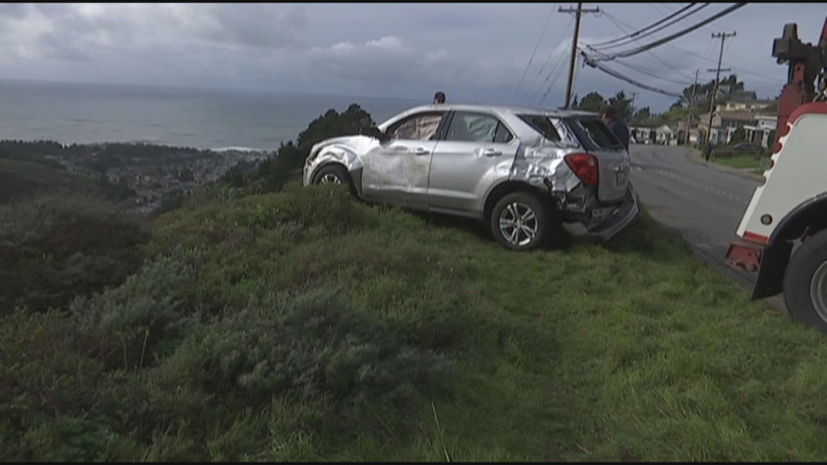 car-over-cliff_303506
