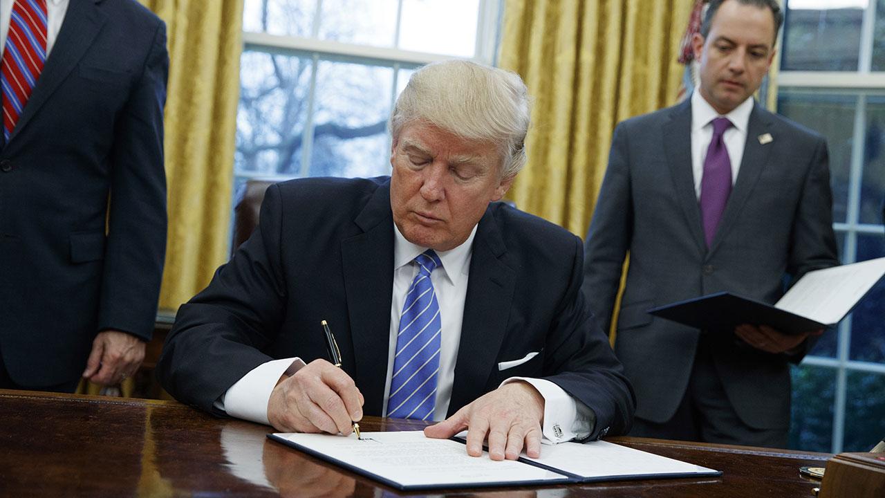 trump-signing_307303
