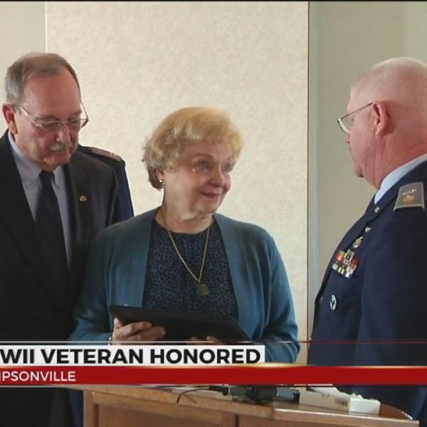 world war ii vet honored simpsonville_311017