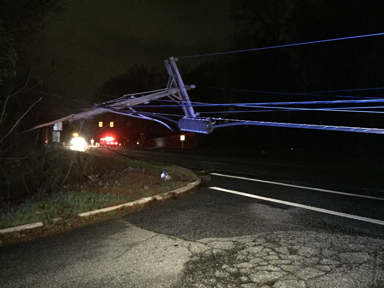 Power lines down on East North Street_355608