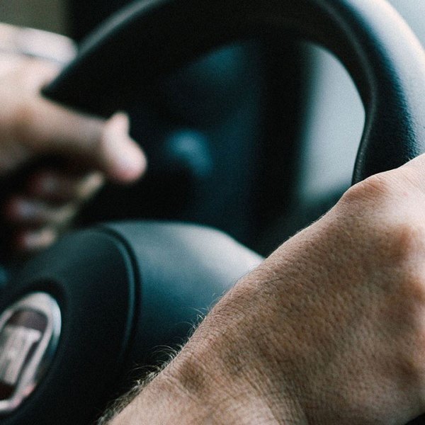 steering-wheel-driving-driver-traffic-generic_286582