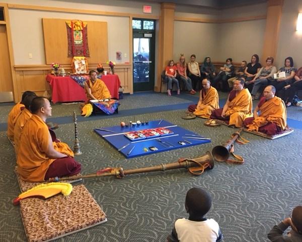Tibetan monks_341431