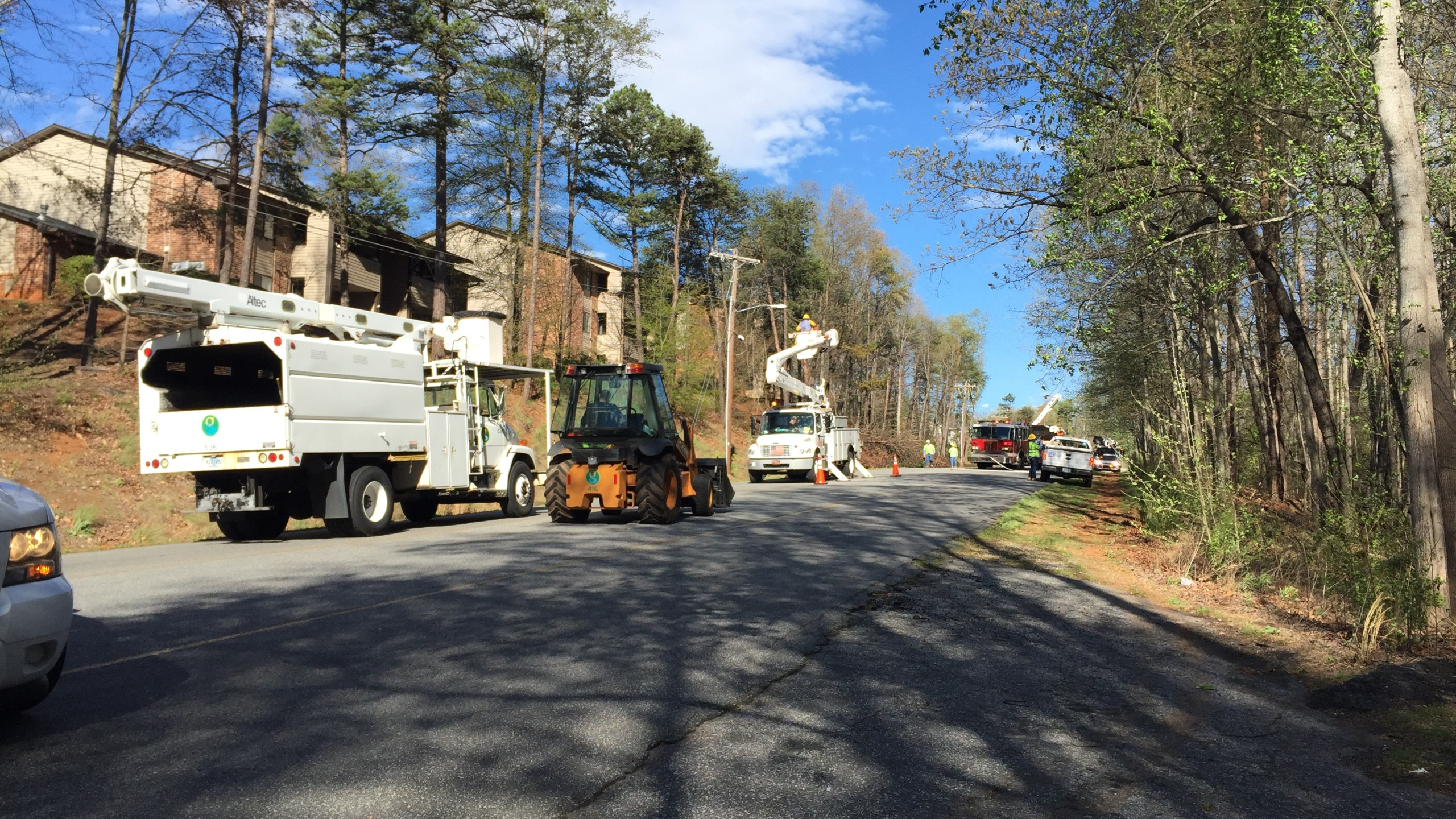Wenwood Road brush fire closed_359760