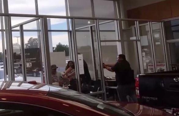 texas-car-dealership-shooting_394259