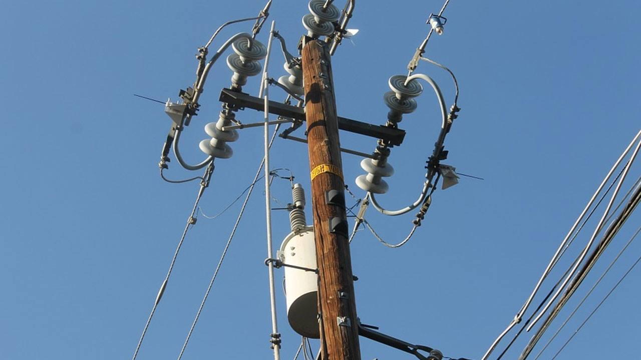 power utility pole generic_421445