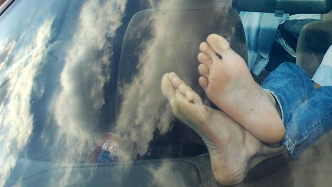 feet-dashboard-ap-photo_436078