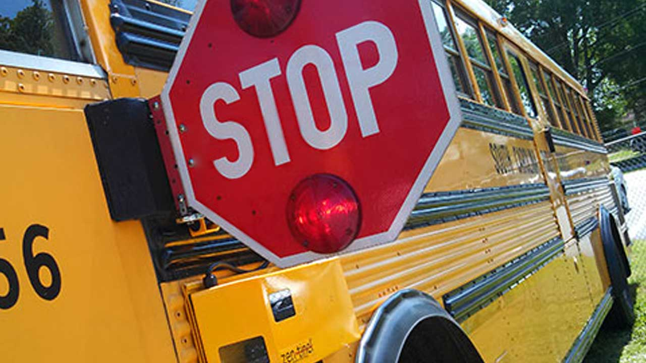 school-bus-stop-sign-generic_424087