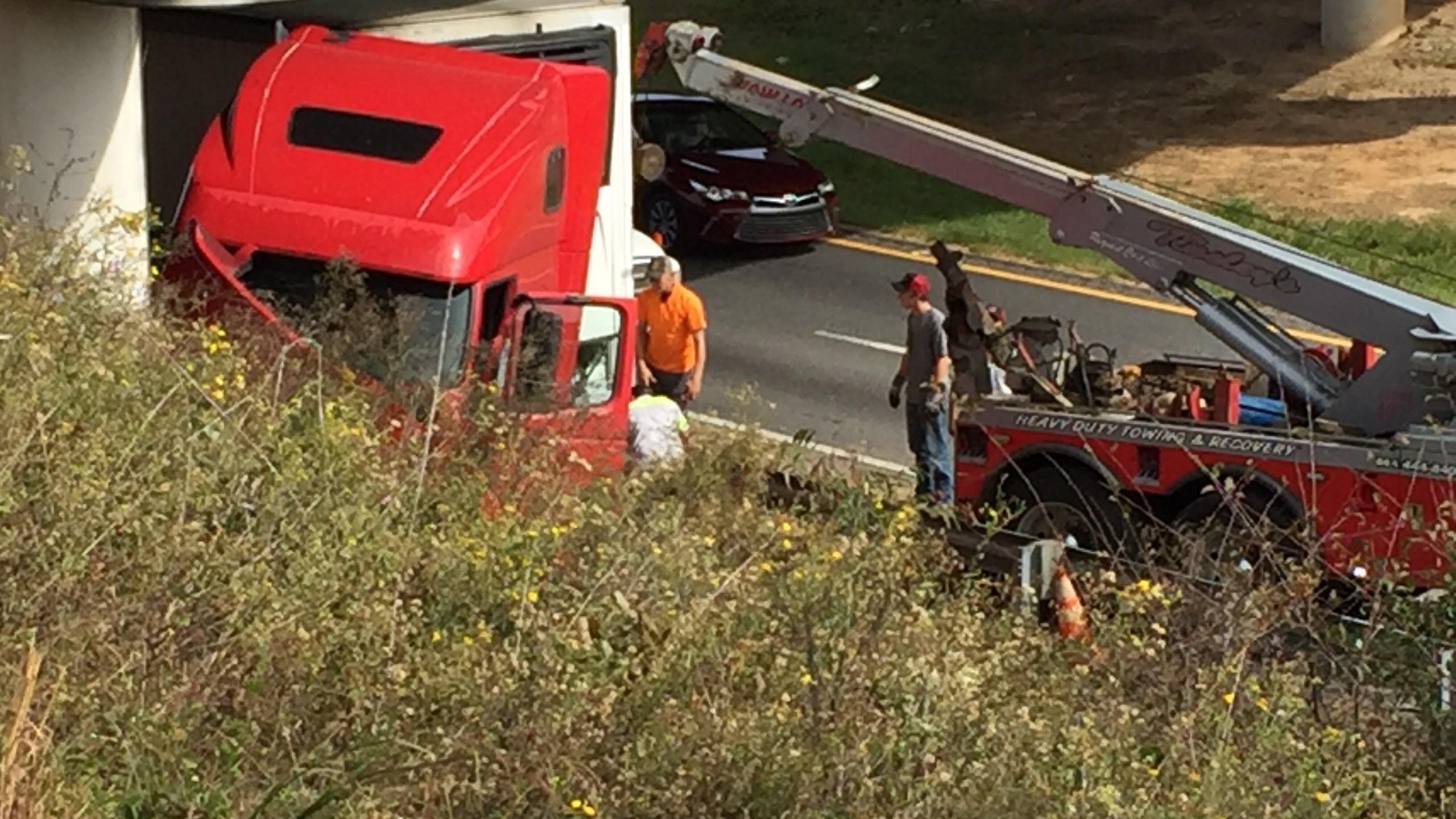 tractor trailer crash_476063
