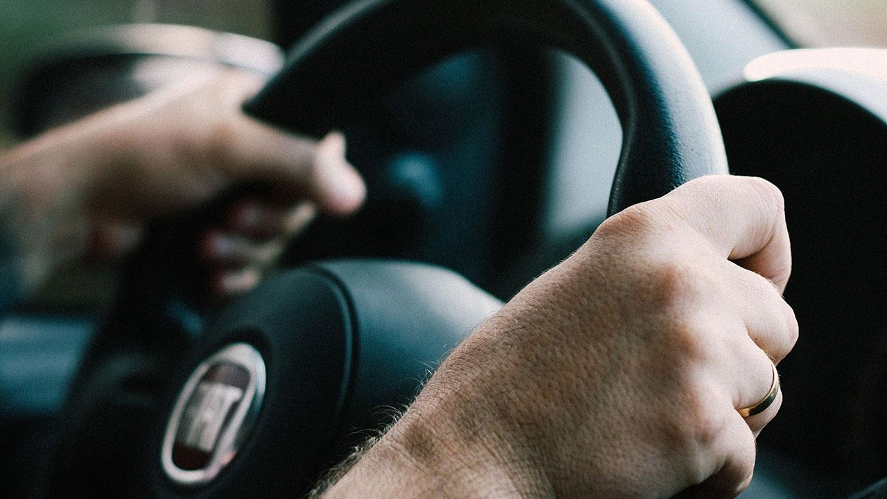 steering-wheel-driving-driver-traffic-generic_286582