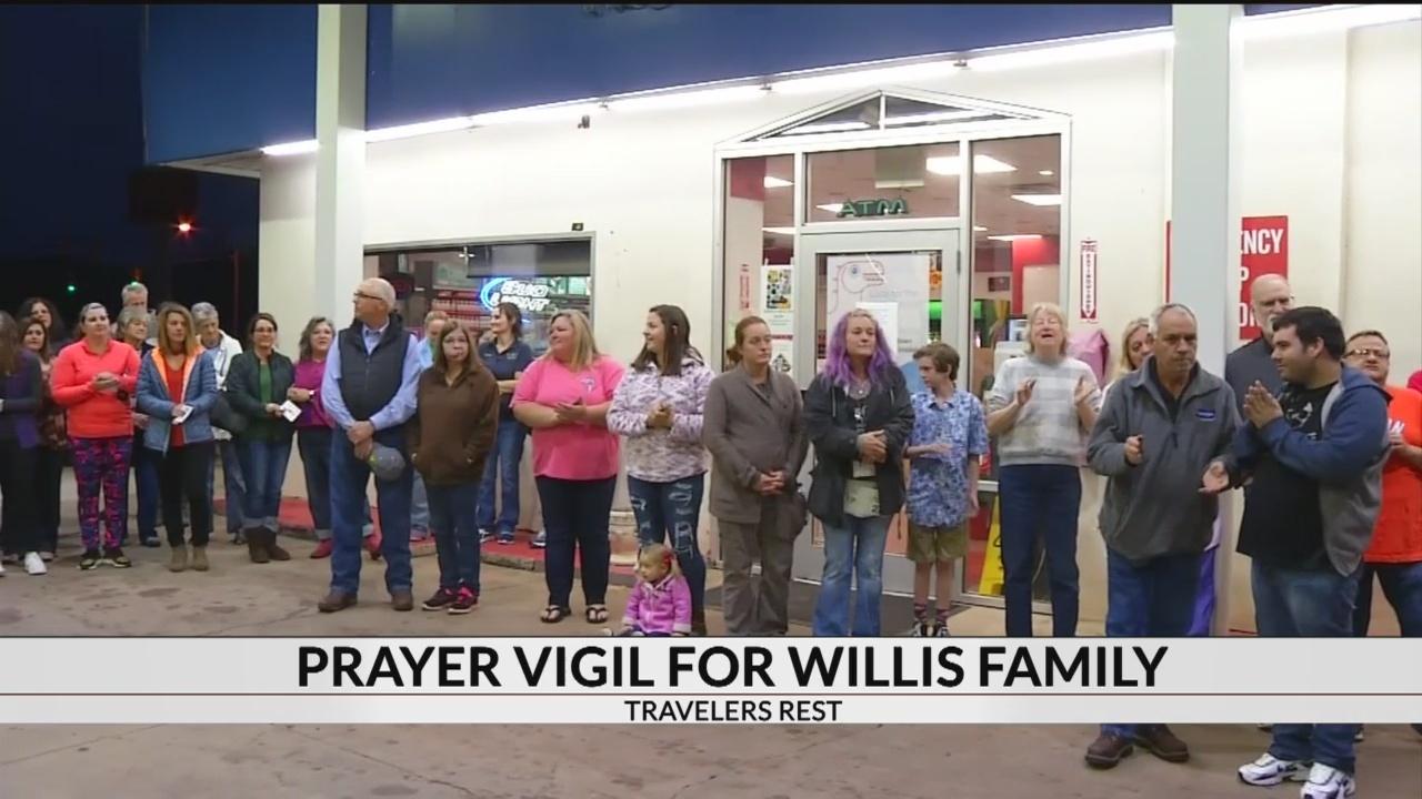 Community_prays_for_Willis_family_at_vig_1_20181024040346