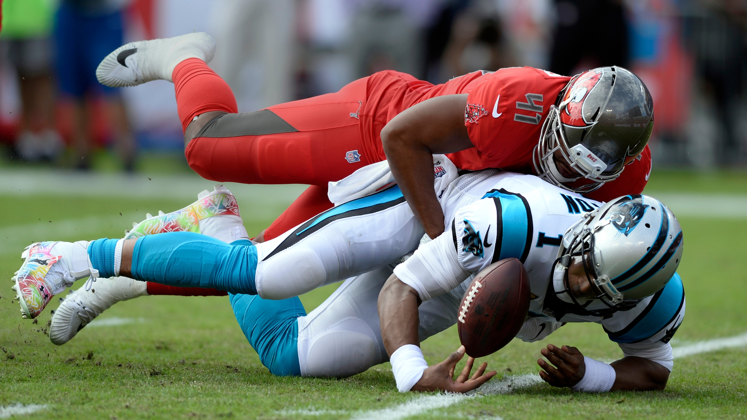 Cam Newton Panthers Buccaneers Football_1544241795757-873704001