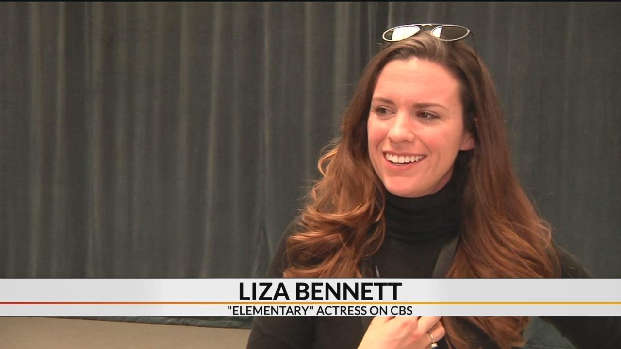 'Elementary' actress Liza J. Bennett teaching students in Greenville
