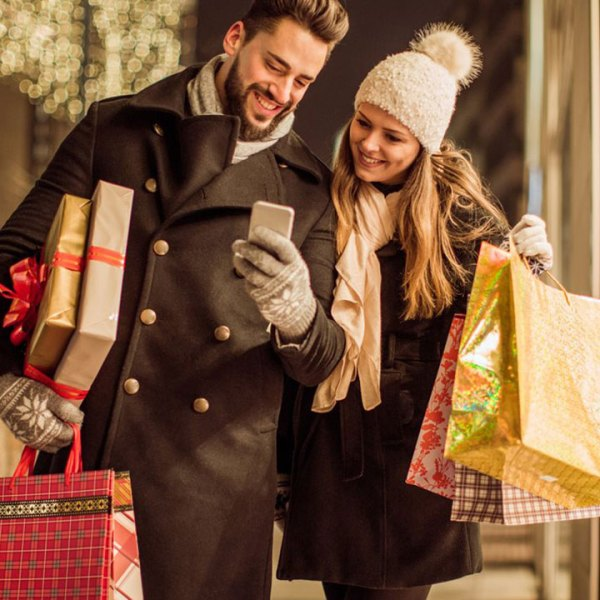 couple-holiday-shopping_1543855966797_425139_ver1_20181203193515-159532