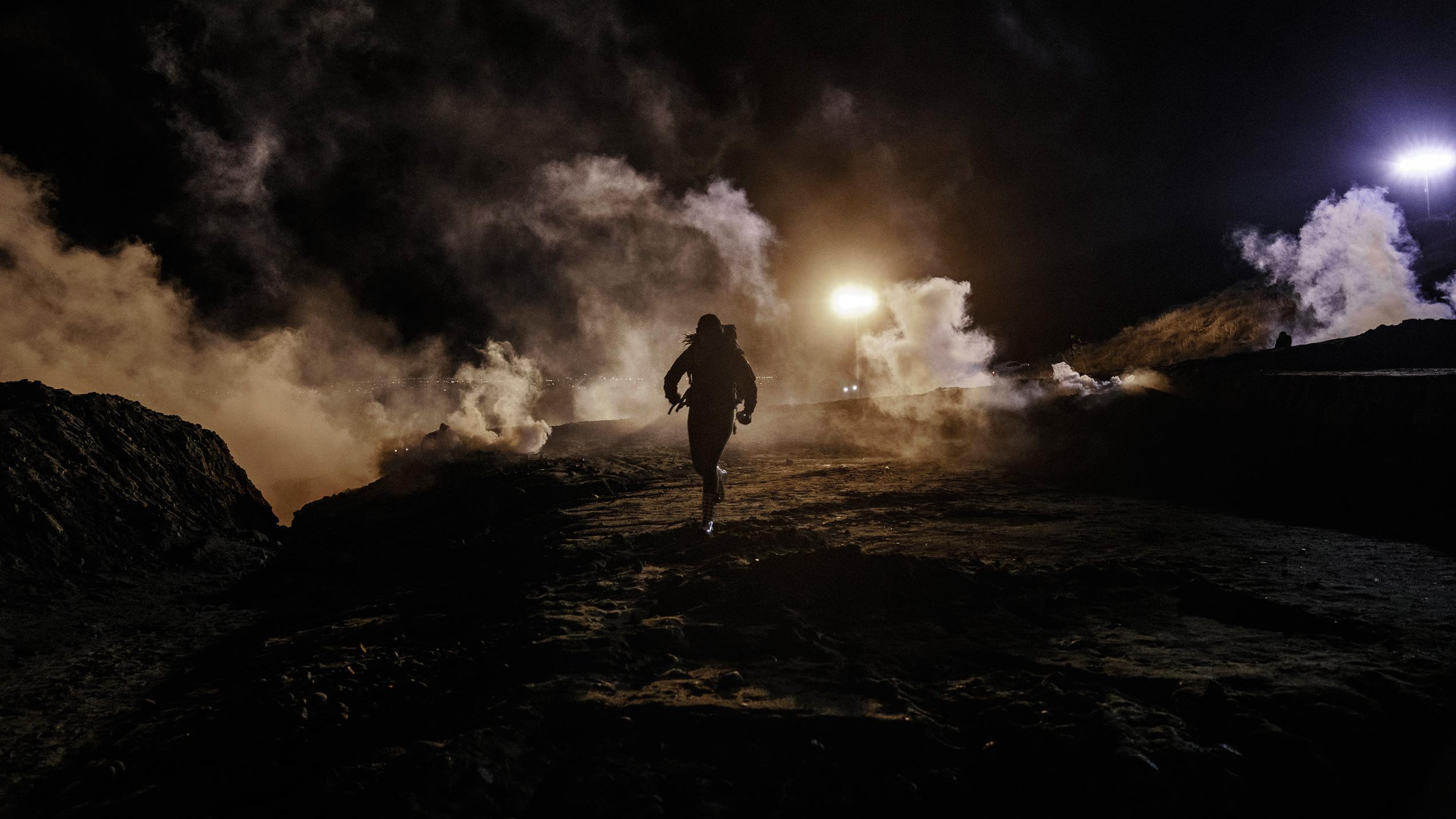 Tear-gas-Mexico--AP_1546388066283.jpg