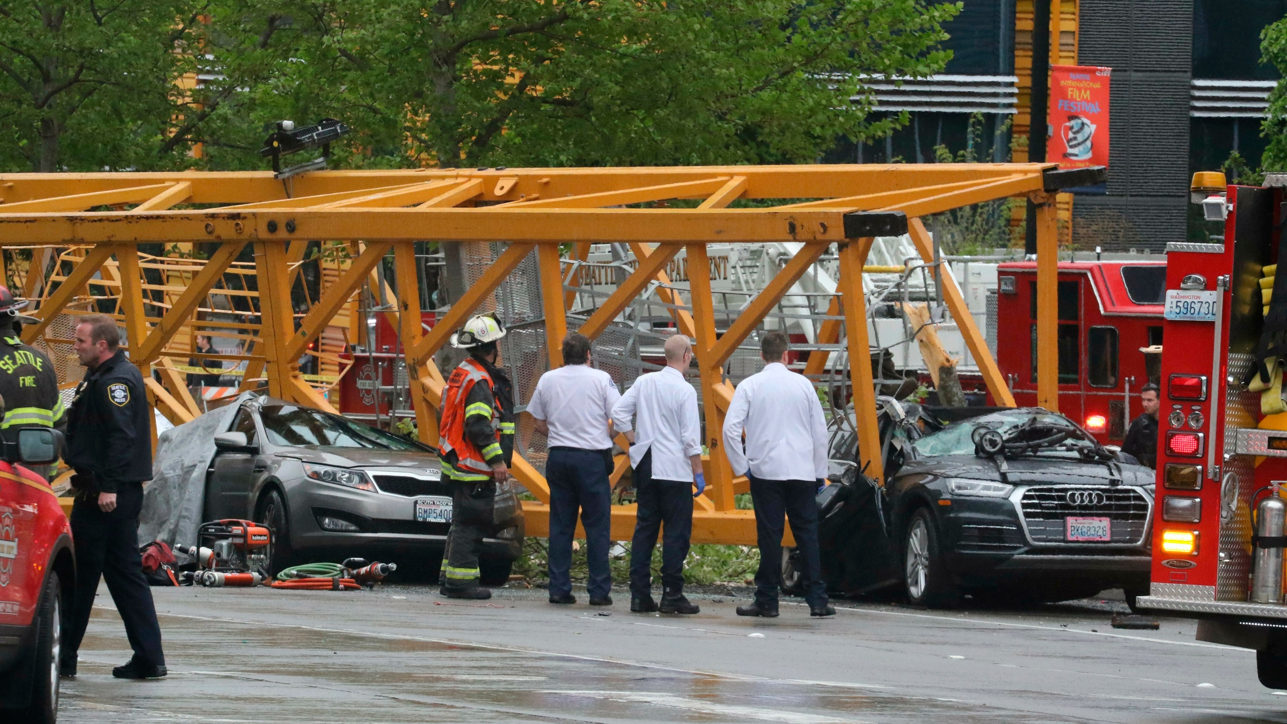 APTOPIX Seattle Crane Collapse_1556411435272