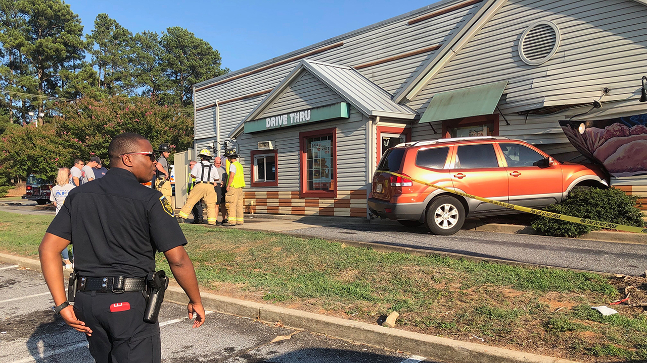 1 injured after SUV crashes into restaurant in Anderson