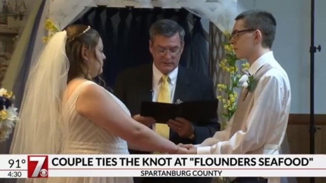 Couple says 'I do' at The Flounder Seafood Restaurant