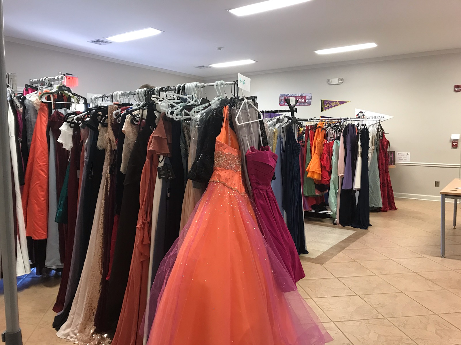 Polk County Early College Gives Away Brand New Dresses Becca S Closet Dress Drive