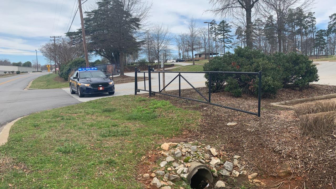 Man with gunshot wound found dead at Greenville Co. park, sheriff's office says